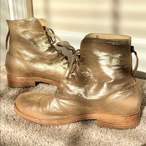 Vic Matiē Gold Ankle Boots
